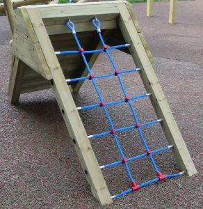 Wood ramp with play net